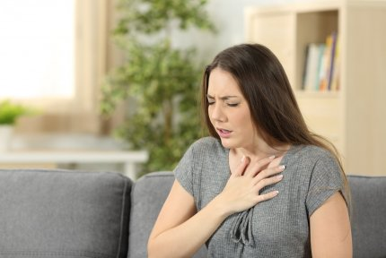 Woman with asthma symptoms