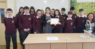 Health Promotion Officer from the Asthma Society of Ireland, Ashling Jennings, presenting 3rd Year Class Connolly and their teacher, Ms. Tanya Flanagan, with the Silver Asthma Friendly Schools Award